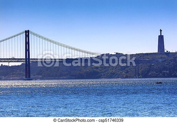 Puente ponte 25 de abril tagus río Belem lisbon portugal - csp51746339