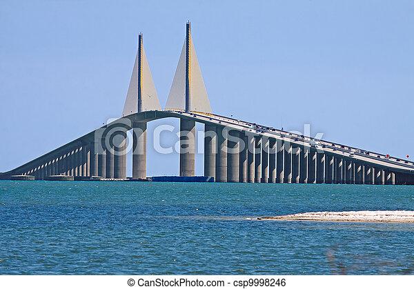 El puente Sunshine Skyway - csp9998246