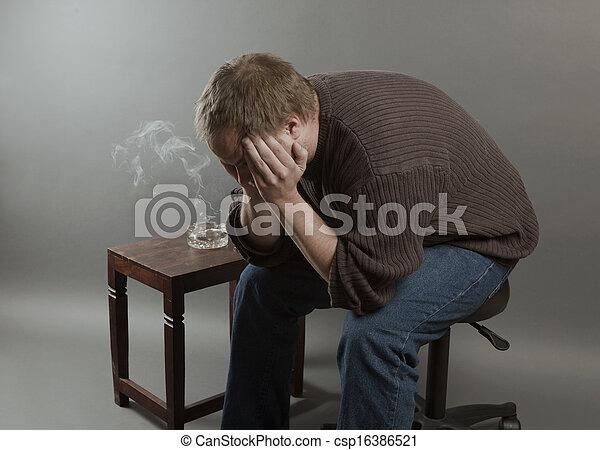 puente, suelo, viejo, ser, desempleado, joven, triste, mirar, deprimido, tiro, studo, abajo, hombre - csp16386521