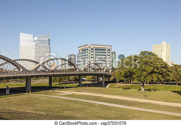 West 7th street bridge en Fort Worth, TX, USA - csp37531076
