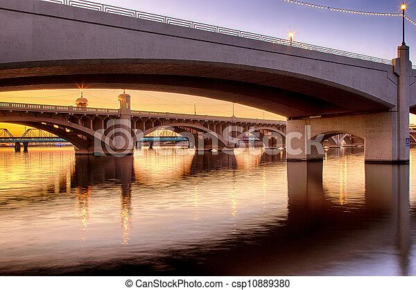 Los puentes Mill Avenue en Phoenix - csp10889380