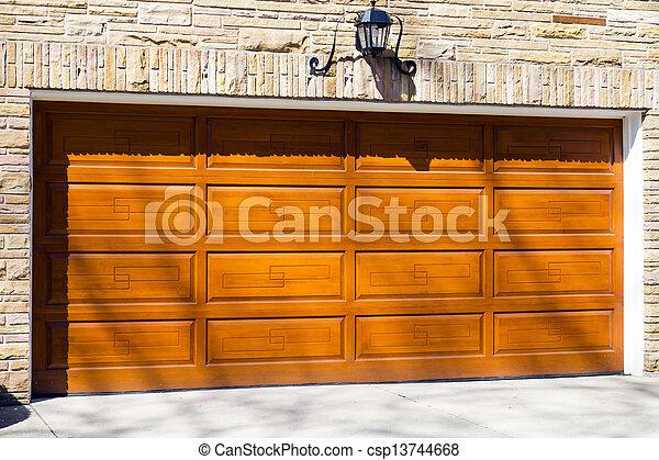 Puerta del garaje - csp13744668