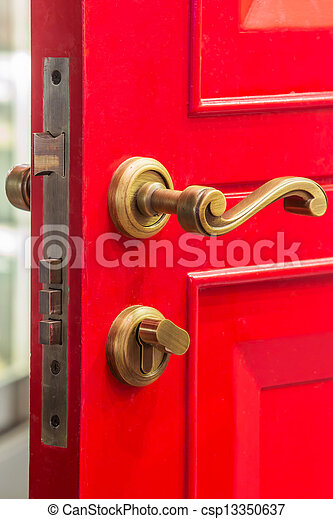Puerta roja con cerrojo - csp13350637
