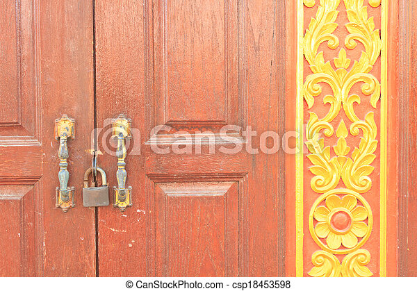 Puerta roja - csp18453598