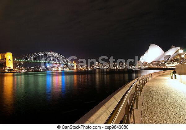 El puerto de Sydney por la noche - csp9843080