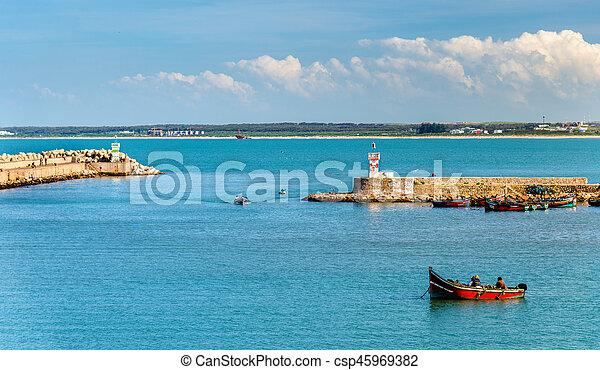 Vista del puerto de Jadida en Marruecos - csp45969382