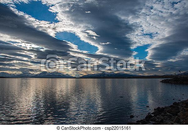 Junto a la orilla del agua en Puerto Natalie, Chile - csp22015161