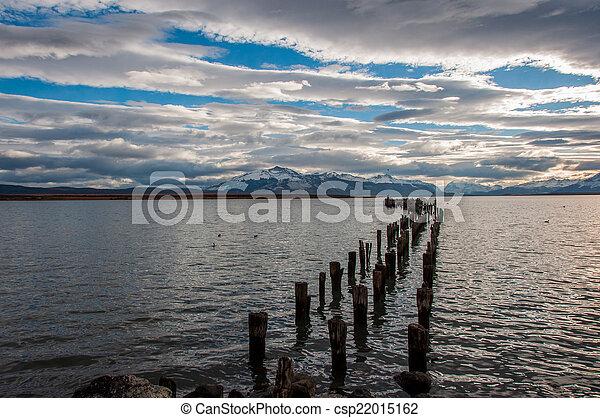 Junto a la orilla del agua en Puerto Natalie, Chile - csp22015162