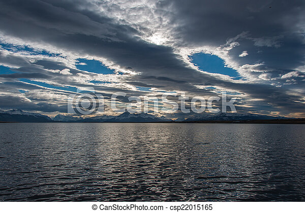 Junto a la orilla del agua en Puerto Natalie, Chile - csp22015165
