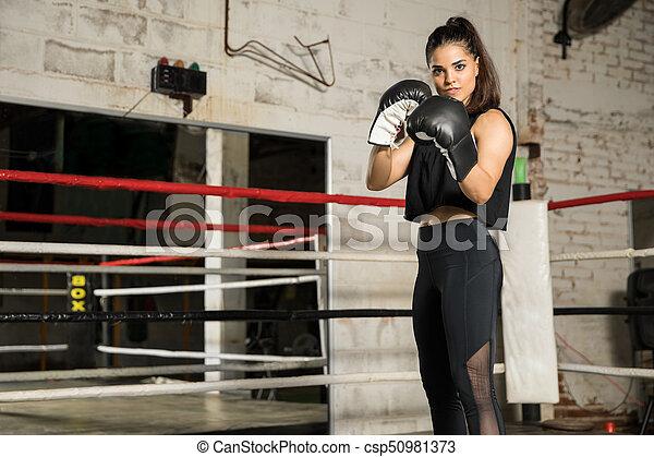 Pugilato addestramento donna palestra standing buono occhio palestra pugilato lotta - Allenamento pugilato a casa ...