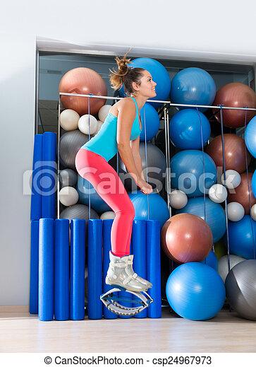 pulos, gravidade, botas, kangoo, anti, condicão física, menina - csp24967973