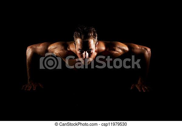 Hombre haciendo flexiones - csp11979530