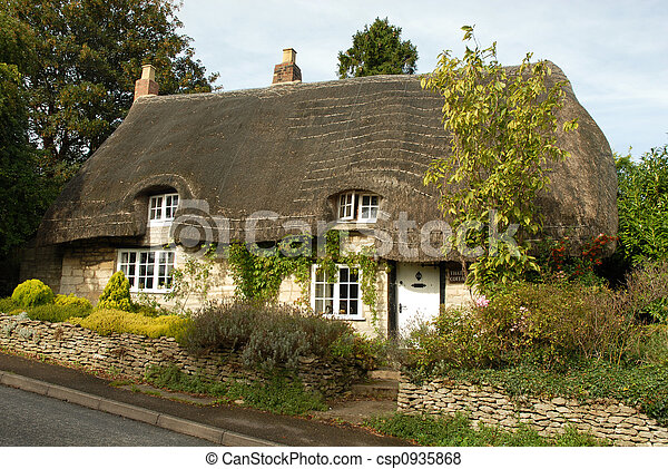Quaint cottage. Thatched cottage in rural england (cotswolds) Quaint English Cottages