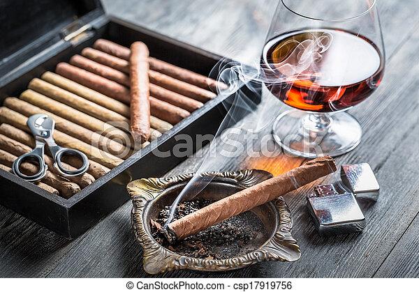 qualmende , weinbrandt, zigarre, geruch - csp17919756