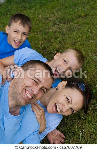 quatre, famille - csp7607769