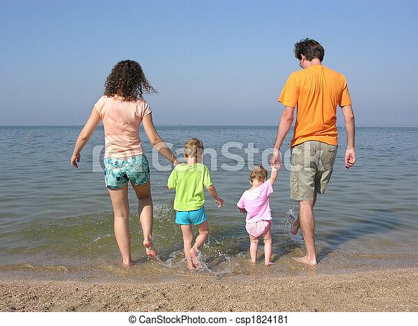 quatre, plage, famille - csp1824181