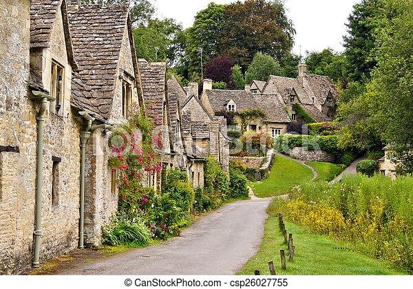 Aldea Quiant Cotswold, Inglaterra - csp26027755