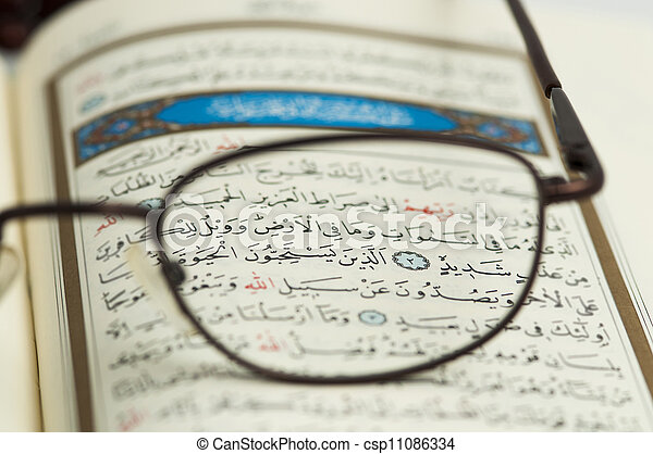 quran, święty - csp11086334