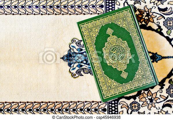 quran, święty - csp45946938