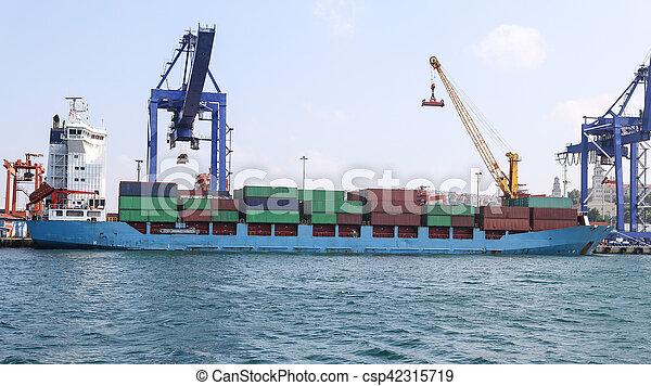 récipient bateau, port - csp42315719