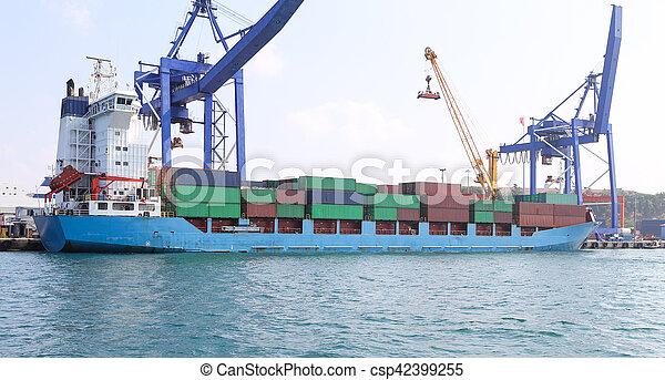 récipient bateau, port - csp42399255