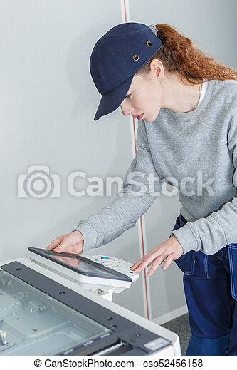 belle femme, à, numérique, tablet.