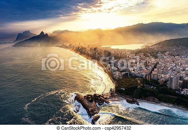 Río de Janeiro, hora del atardecer - csp42957432