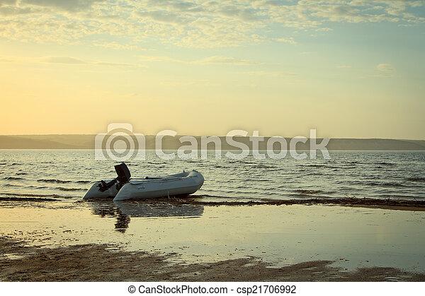 río, ocaso, barco, tiempo - csp21706992