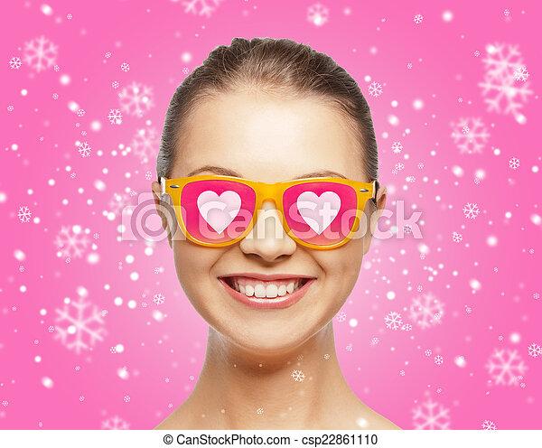 różowy, teenage, sunglasses, uśmiechnięta dziewczyna - csp22861110