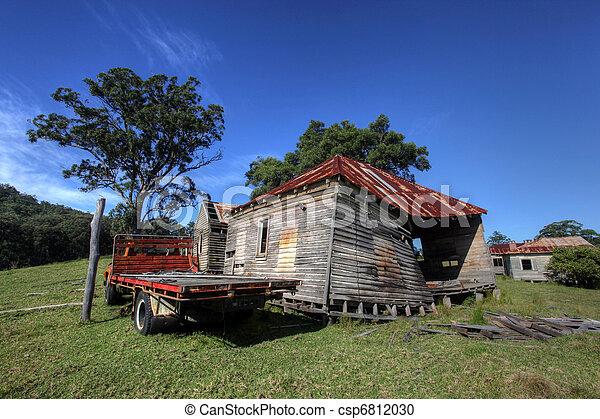R stico casa campo madeira madeira r stico cabana dia estoque de fotografia fa a busca - Casas de campo en elche de bancos ...