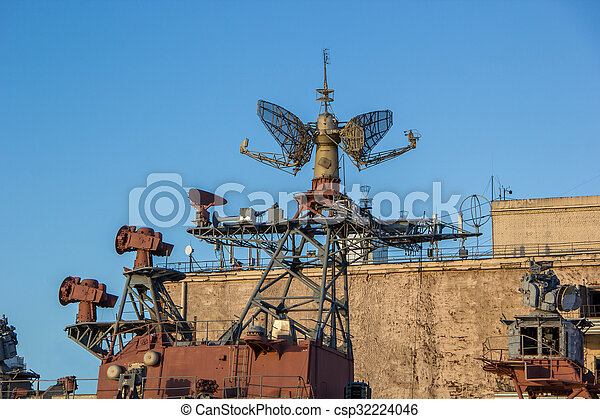 radar system of old battle ship - csp32224046
