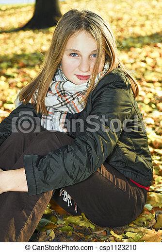 ragazza adolescente, cadere - csp1123210