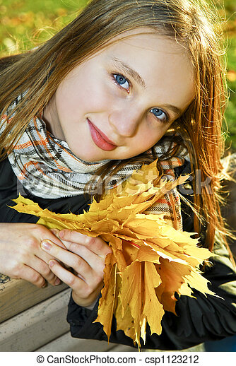 ragazza adolescente, cadere - csp1123212