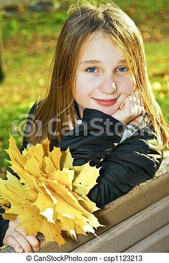 ragazza adolescente, cadere - csp1123213