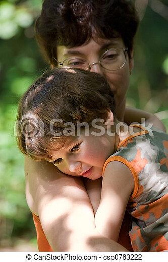 ragazzo, abbracciare, madre - csp0783222