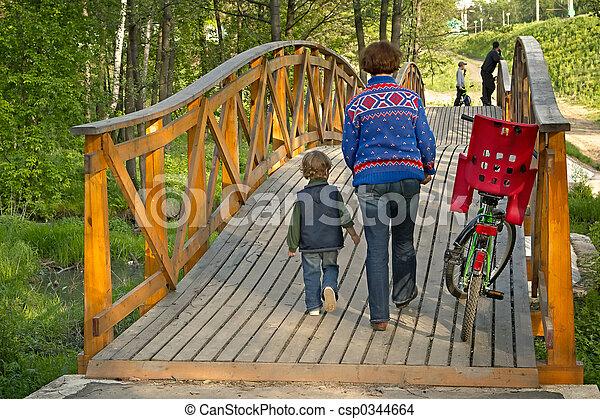 ragazzo, bicicletta, mothet - csp0344664