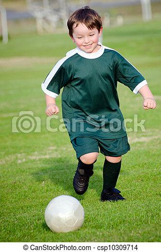 ragazzo, calcio, giovane, gioco - csp10309714