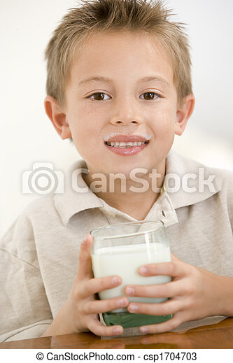 ragazzo, giovane, latte, dentro, sorridente, bere - csp1704703