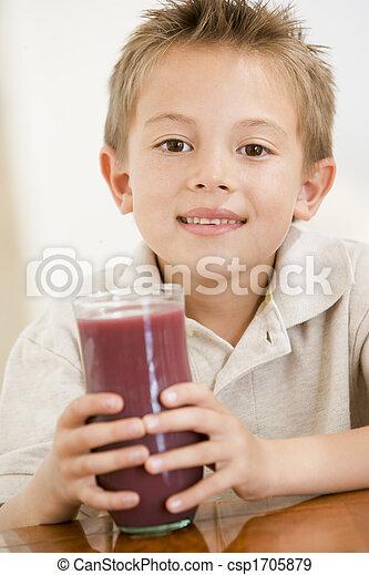 ragazzo, giovane, succo, dentro, sorridente, bere - csp1705879
