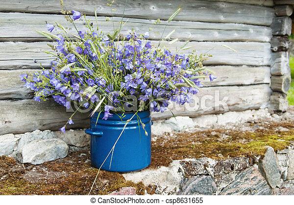 ramo, amidst, campo, rural, flores, paisaje - csp8631655