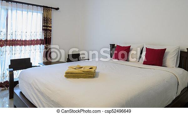 Roi, plié, rangé, jaune, lit, serviettes, chambre à coucher, blanc ...