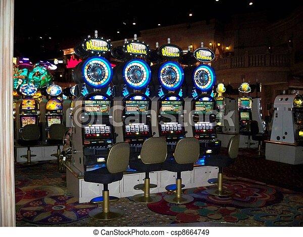 Las tragaperras del casino - csp8664749