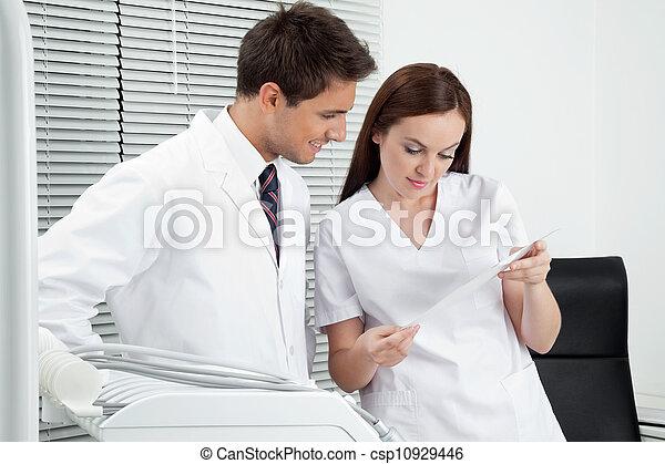rapport, assistent, dental, tandläkare - csp10929446