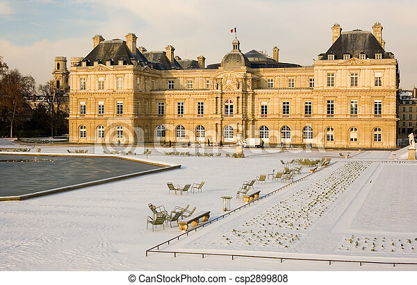 Rare snowy day in Paris. Lots of snow in the Luxembourg Garden - csp2899808