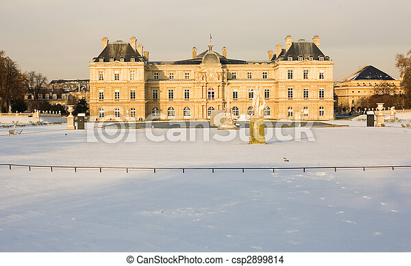 Rare snowy day in Paris. Lots of snow in the Luxembourg Garden - csp2899814