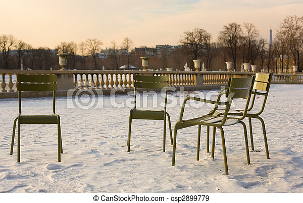 Rare snowy day in Paris. Lots of snow in the Luxembourg Garden - csp2899779