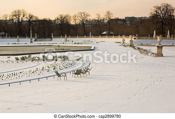 Rare snowy day in Paris. Lots of snow in the Luxembourg Garden - csp2899780