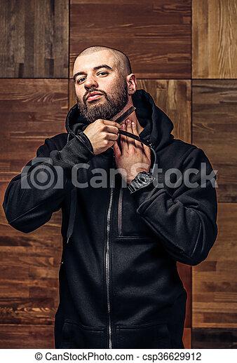 rasoir vendange directement chauve brutal portrait photographie de stock rechercher. Black Bedroom Furniture Sets. Home Design Ideas