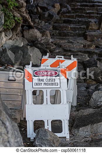 El rastro se cerró en las escaleras de la cascada - csp50061118