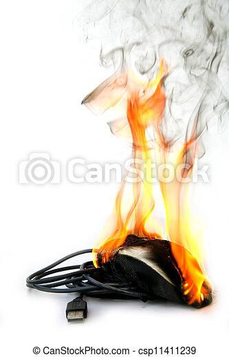 Ratón de computadora ardiendo - csp11411239